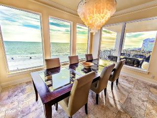 Lune Lac: Luxury 5 Bdrm, BEACH FRONT, Private Pool, Destin