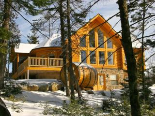 ChaletsOasis DEER CREEK luxury log home, Saint Sauveur des Monts