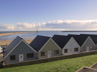 LUXURY FRONTLINE BEACH APARTMENT - FANTASTIC VIEWS, Sunderland