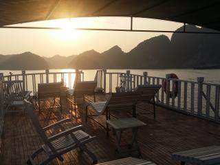 Romantic Sunset Dinner Cruise, Cat Ba