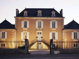 Beautifully restored bourgeois manor house
