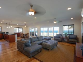 Beachfront at Banzai Pipe|The Pipeline Manor, Haleiwa