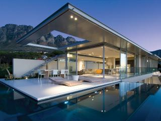 Architectural Masterpiece 5-Star Villa in Camps Bay - Modern Luxury