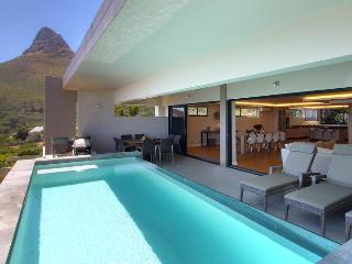 Superbly Stylish, 3 bed Luxury Vacation Rental, Camps Bay
