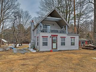 Secluded Lakefront 3BR House on the Great Sacandaga Lake - Close to Town, Ski Areas & More, Northville