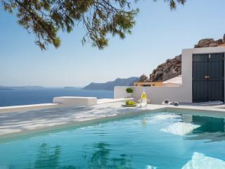Pina Caldera Residence with Pool, Oia