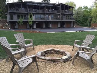 Riverfront 3BR + Bunk Condo, Dock, Walk to Downtown, Whitefish