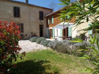 Holiday home, 3 bedrooms, sleeps 6/8, large garden, L'Isle-en-Dodon