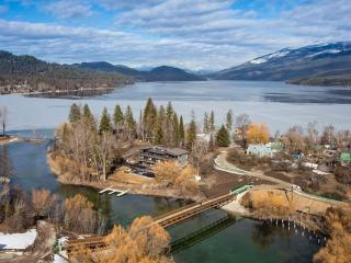 Downtown Riverfront NEW w/dock, fire pits, garage, Whitefish