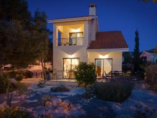 The Retreat -Villa, shared pool & own table tennis