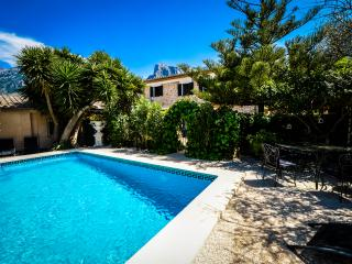 Canarquer flexible quality finca & private pool 6-14 guests, 7 mins to Town Sq.