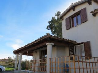 NICE HOUSE 10 MINUTES FAR FROM COSTA REI BEACHES!!, Castiadas