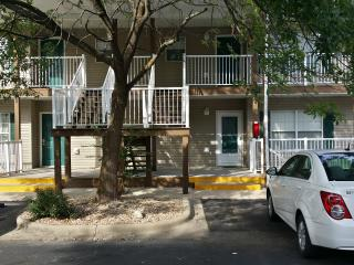Really Nice 2 BR*Close to Strip & Lake*Nice*Pet Friendly*2 Kings*Sleeps 6