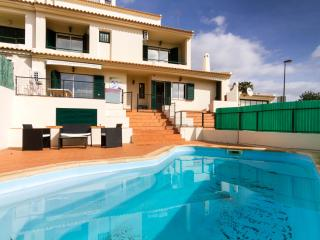 6 Bedroom Villa Sleeps 10 with Pool and Pool Table, Albufeira