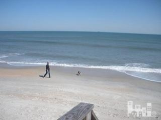 """""""The Lookout"""" Oceanfront Condo Carolina Beach - Free Linens, Housekeeping, Wifi"""