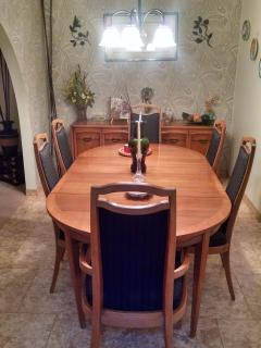 dining room seats 6 or more