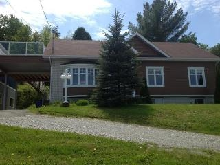 6 Bedroom chalet upto 20 Sleeps, Quebec City