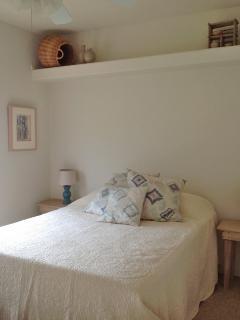 Guestroom 1 - Queen Bed