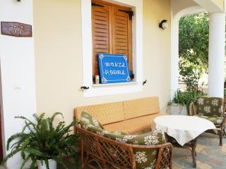 Lovely quiet Makis Rooms very near Katelios beach
