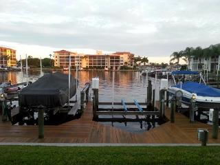 Clipper Bay WATERFRONT Bungalow, Cape Coral