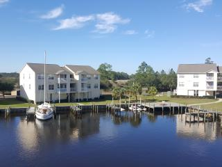 Harbor Hideaway - Waterfront Condo, Ocean Springs