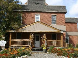 The Library Guest House, Calabogie