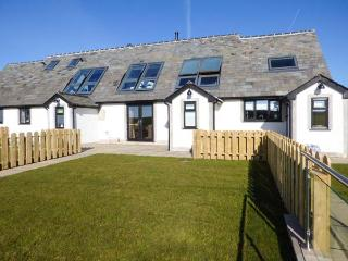 PRIMROSE COTTAGE luxurious, hot tub, underfoor heating, WiFi in Baycliff Ref 926823