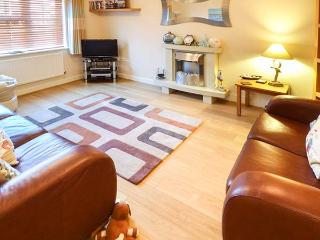 CAPTAINS RETREAT, well-equipped holiday home, WiFi, allocated parking, enclosed