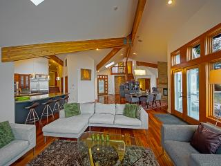 Luxury Waterfront Horsehead Bay Home - sleeps 8, Gig Harbor