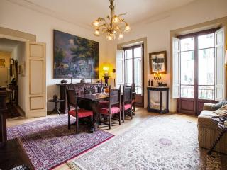 Large, elegant apartment with private garden in Florence, Florencia