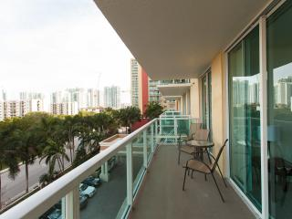 Spacious comfortable apart 2 bedrooms Sunny Isles