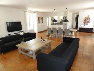 living room ( 70 sq-m²)