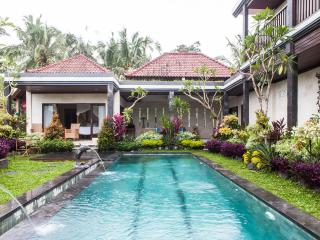 POOLVILLA in cool hills FAR FROM THE MADDING CROWD