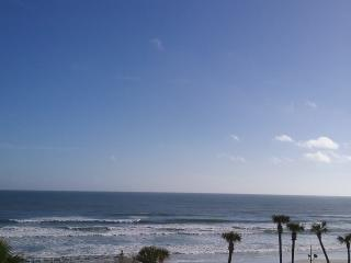 Daytona Beach Oceanfront Condo, GREAT RATES!