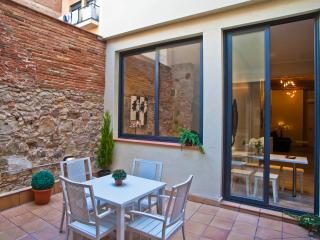 Sants 3 bedroom / 2 bathroom with patio, Barcelona
