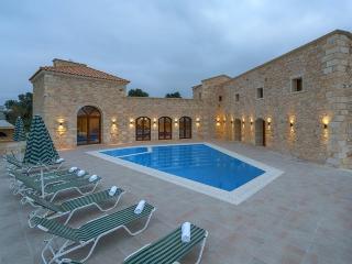 Castle villa, Asteri