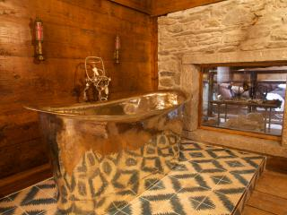Chalet Uno - 5 bedroom all ensuite, hot tub, sauna, Chamonix