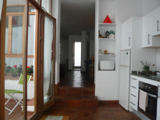 Al fondo entrada del apartamento
