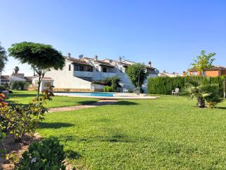 Cozy house with private garden, pool, near beach, Els Poblets