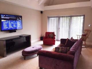 Luxury and Private Gated Apartment - Apt 4, Southport