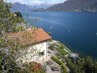 Unique lakefront villa on Lake Como!, Cremia