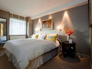 Super King Bed |  Balcony  |  Lift | King's Road Chelsea down the road