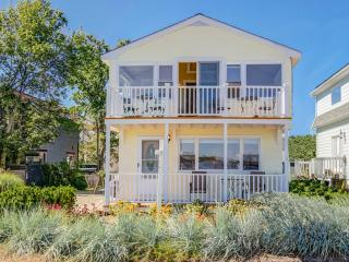 DIRECT WATERFRONT HOUSE--GREAT LOCATION AND VIEWS
