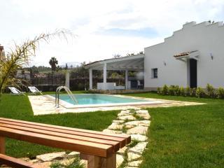 AL017Villa con piscina 8 pax con parcheggio e bbq