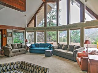 New Listing! 'Aspen Lodge' Spacious 5BR Leavenworth House w/Wifi, Private Hot Tub & Phenomenal Mountain Views – Walk to the City Center! Easy Access to Endless Outdoor Activities!