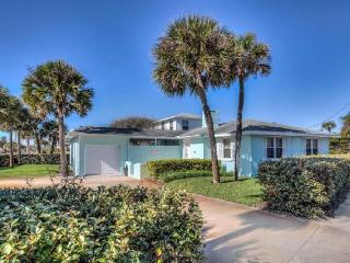 Seaview Beach House * Walk to the Beach, Newly Renovated *, Daytona Beach