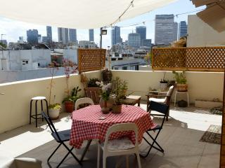 AMAZING ROOF APT. NEAR BECH/QUIET, Tel Aviv