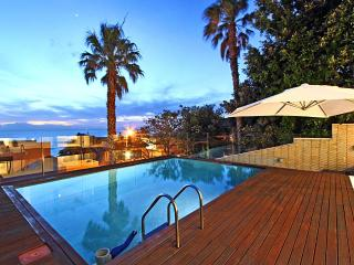 Stylish, Tranquil Retreat with breath-taking views, Camps Bay