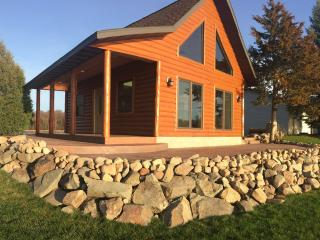 NEW LOG CABIN. Backyard SAND BEACH. 1 HR from MSP., Lindstrom