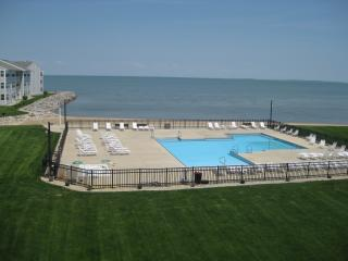 WOW!  Stunning Views- Beachfront Condo-Walk to restaurants, bars, activites!